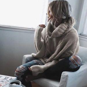 GWENDOLYN-CableKnit Chunky Turtleneck Sweater